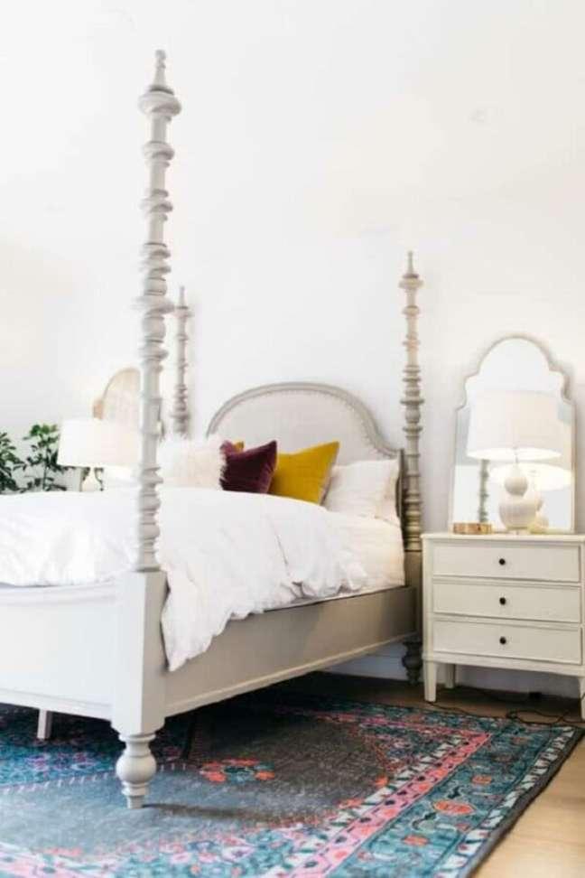 59. A madeira talhada marca o acabamento dos móveis na decoração indiana. Fonte: Pinterest