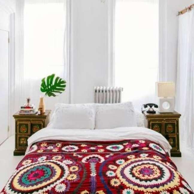 31. Tricô e crochê reforçam a decoração indiana no quarto. Fonte: Pinterest