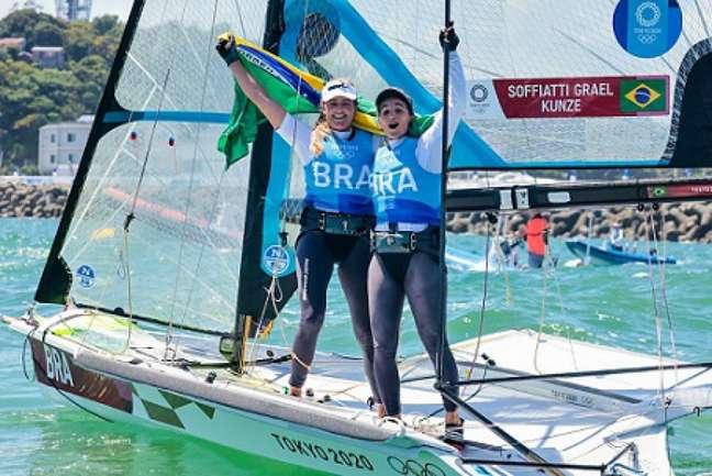 Perfil tentou desenhar um barco a vela como o de Martine e Kahena (Foto: Sailing Energy/World Sailing)