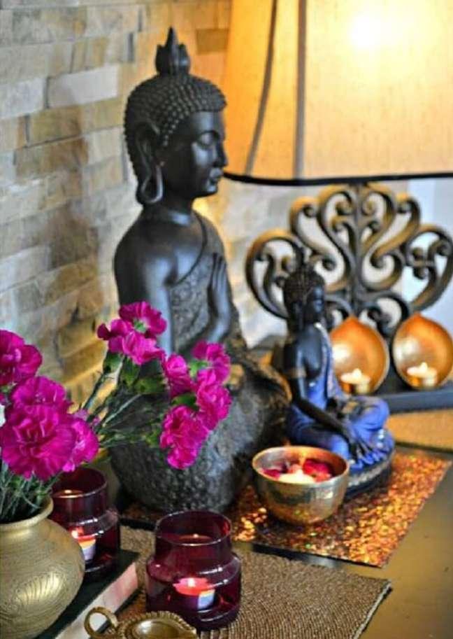 18. Para montar um altar indiano simples aposte em poucos elementos. Fonte: Pinterest