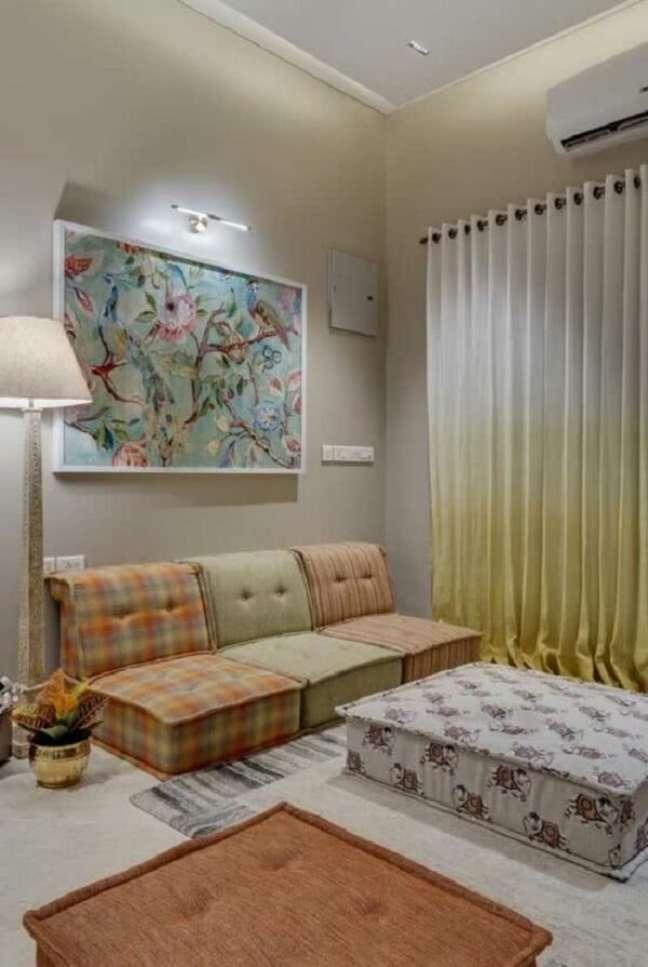 25. O conforto prevalece na decoração indiana para sala. Fonte: Pinterest