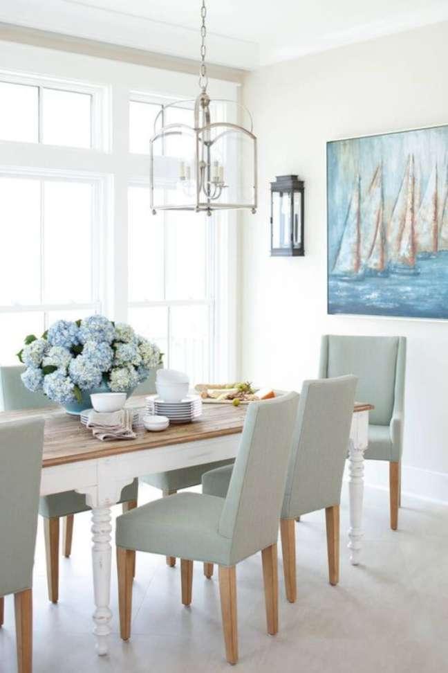 63. Sala moderna com mesa retrô branca e cadeiras cinza claro – Foto Futurist Architecture