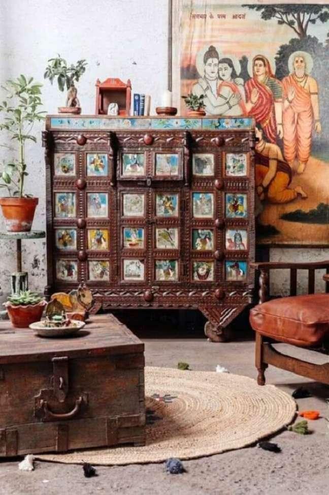 35. Garimpe móveis em antiquários que imprimem o estilo de decoração indiana. Fonte: Pinterest
