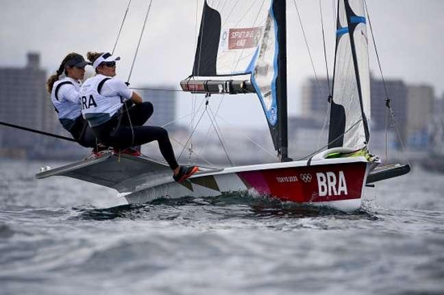 Martine Grael e Kahena Kunze conquistaram a prata nos Jogos de Tóquio (FOTO: Olivier MORIN / AFP)