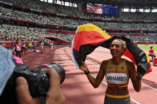 Malaika Mihambo levou a medalha de ouro nos Jogos Olímpicos de Tóquio (Andrej ISAKOVIC/AFP)