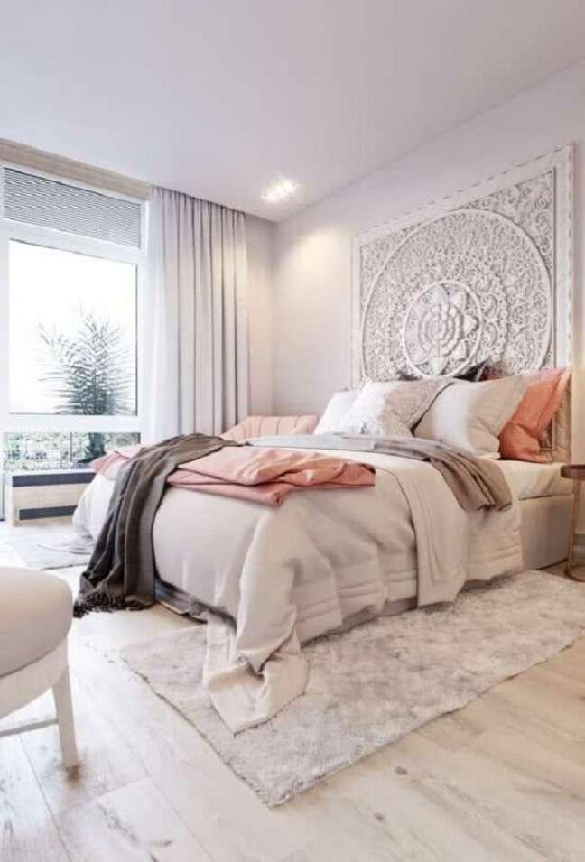 32. Na decoração indiana de quarto a mandala pode ficar exposta na cabeceira da cama. Fonte: Pinterest