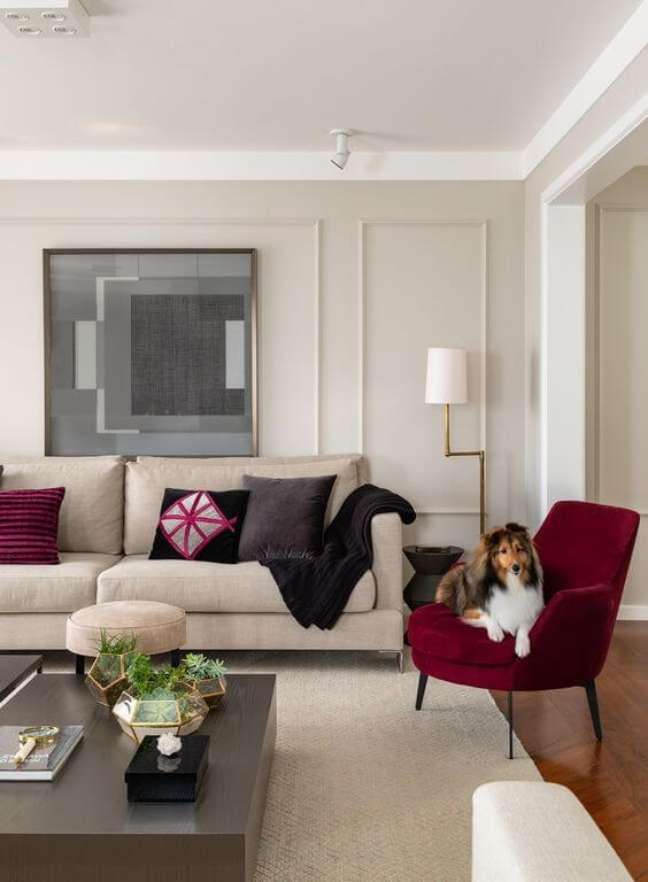 56. Parede decorada com gesso e cores de tinta para sala em offwhite – Foto Casa Claudia