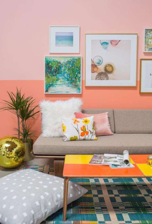 59. Sala com cores de tinta para parede em pessego e cinza – Foto Ohjoy