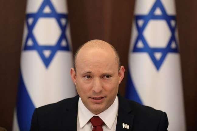Primeiro-ministro de Israel, Naftali Bennett, durante reunião de gabinete em Jerusalém 01/08/2021 Abir Sultan/Pool via REUTERS