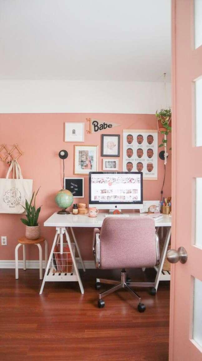 47. Decoração de sala com cores pessego e escritório – Foto Fleurmaison