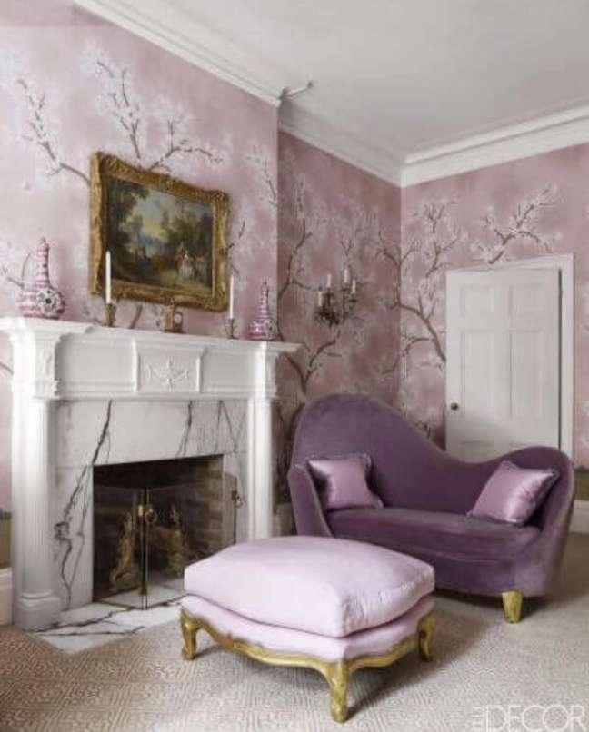 80. Sala monocromática com parede lilás e móveis em roxo – Foto Casa abril