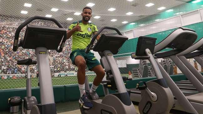 Jorge trabalha o seu condicionamento físico para poder estrear pelo Palmeiras