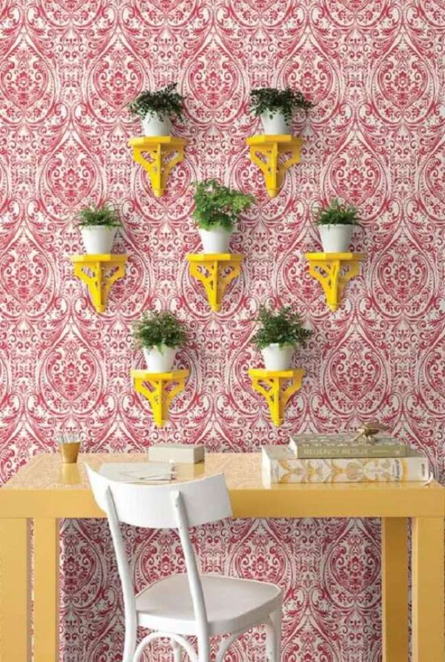 58. A estampa do papel de parede escolhido reforça ainda mais a decoração indiana no ambiente. Fonte: Pinterest