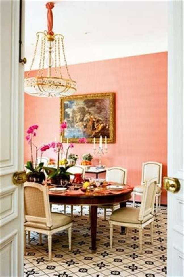 19. Cores de tinta para sala em pêssego com móveis provençais na decoração da sala de jantar – Foto Pinterest