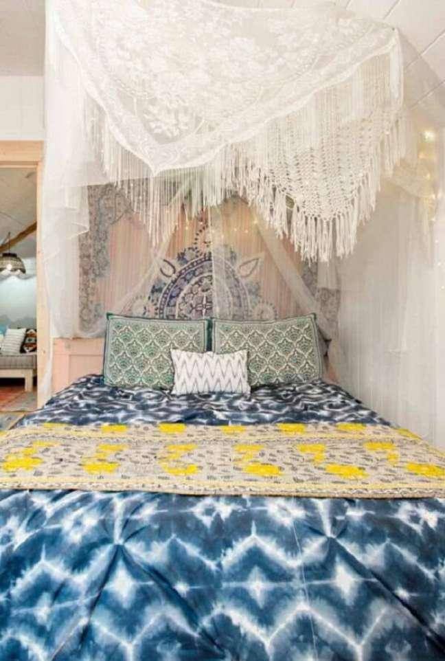 44. A cama com dossel é uma ideia criativa para usar na decoração indiana. Fonte: Pinterest