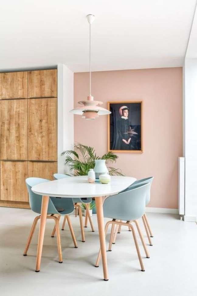 66. Mesa de jantar retrô com cadeira azul claro – Foto Estofos