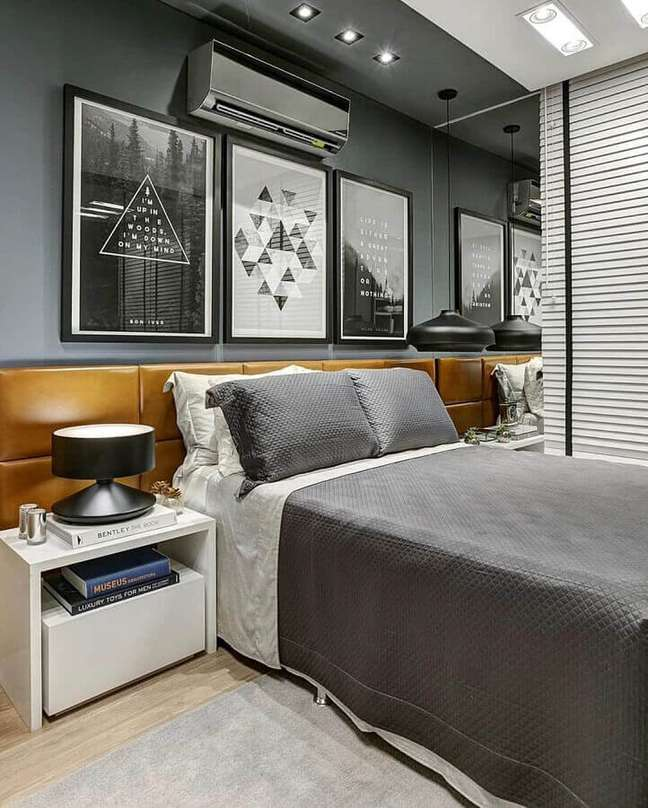 4. Como decorar um quarto de casal cinza moderno com quadros de parede e cabeceira de couro – Foto: Futurist Architecture