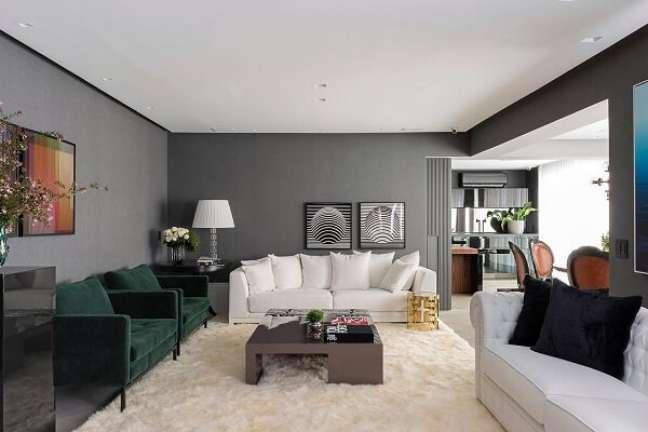 51. Decoração moderna com cores de tinta para sala em cinza e sofá branco – Foto Maurício Karam Arquiteutra