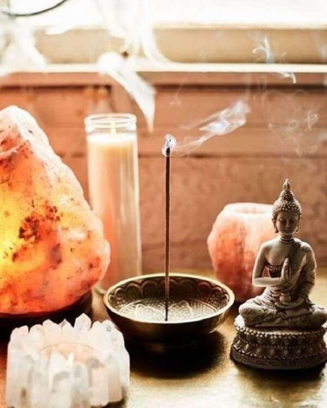 8. O perfume dos incensos não podem faltar na decoração indiana. Fonte: Pinterest