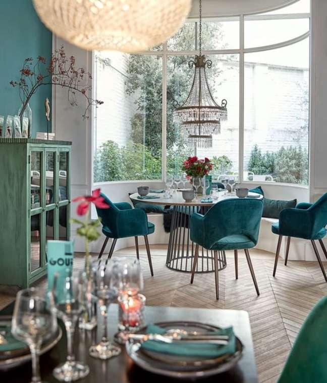 69. Sala de jantar com cores de tintas modernas na parede – Foto Maison Dumonde