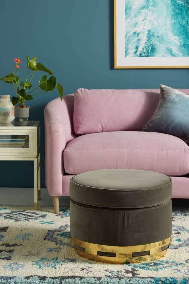 16. Cores de tinta para sala em azul claro com sofá lavanda – Foto Pinterest