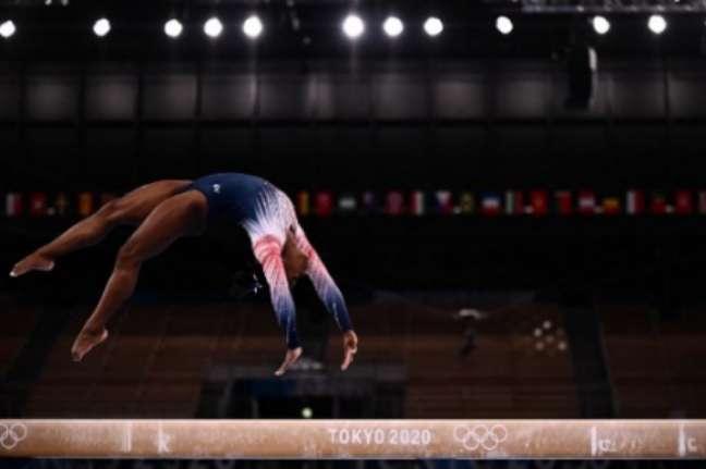 Simone Biles foi bronze na trave (Foto: Jeff PACHOUD / AFP)