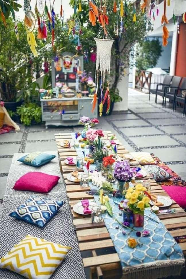 56. Almofadas e futons se destacam na decoração indiana. Fonte: Pinterest