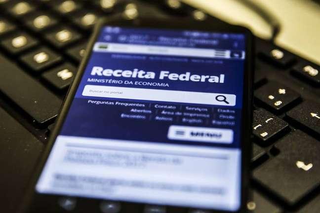 A faixa de isenção do Imposto de Renda deve aumentar dos atuais R$ 1,9 mil para R$ 2,5 mil.