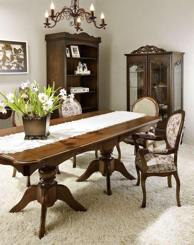 71. Sala rustica com mesa retro de madeira móveis do mesmo material – Foto CBlanc