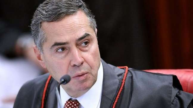 Bolsonaro reagiu às ofensivas do TSE dizendo que sua 'briga' é com ministro Roberto Barroso, não com o restante do tribunal