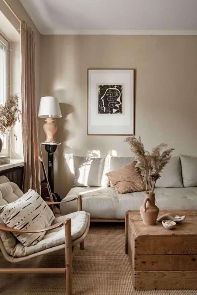 34. Decoração com cores de tinta para sala em bege e sofá cinza claro – Foto Anna Malmberg Photo