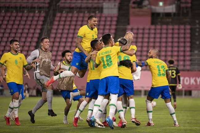 Jogadores da Seleção Brasileira comemoram classificação para a final dos Jogos Olímpicos de Tóquio nesta terça-feira Lucas Figueiredo CBF