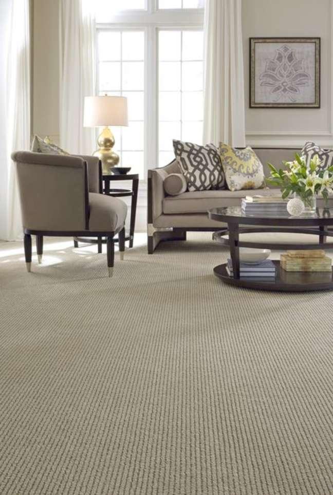 20. Carpete para sala clássica em bege – Foto Anderson Tuftex