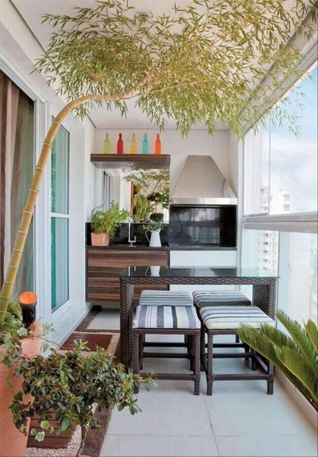 39. Decoração simples de varanda gourmet para apartamento pequeno com churrasqueira – Foto: Pinterest