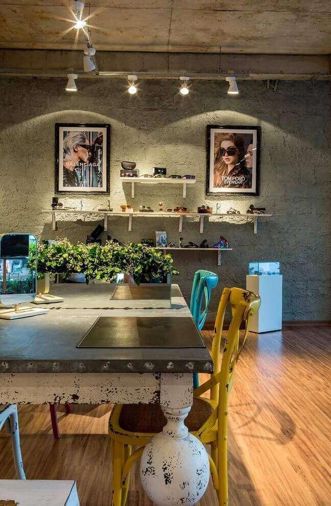 30. Carpete para sala em tons de bege com decoração clássica – Foto JC Decor