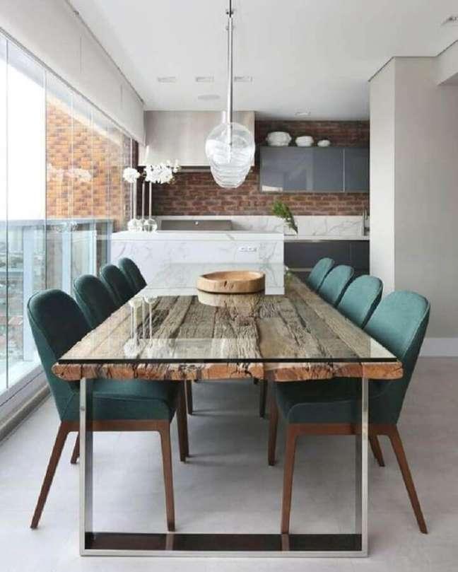 45. Mesa de madeira de demolição para decoração de apartamento com varanda gourmet – Foto: Jeito de Casa