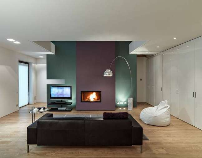 10. Carpete de madeira para sala de estar aconchegante – Foto Pinterest