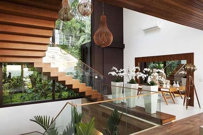 45. Conjuntos de lustres para vão de escada de madeira. Projeto de Infinity Spaces
