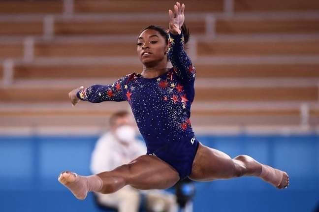 Simone Biles conquistou a medalha de prata e de bronze na Olimpíada de Tóquio (FOTO: Loic VENANCE/AFP)