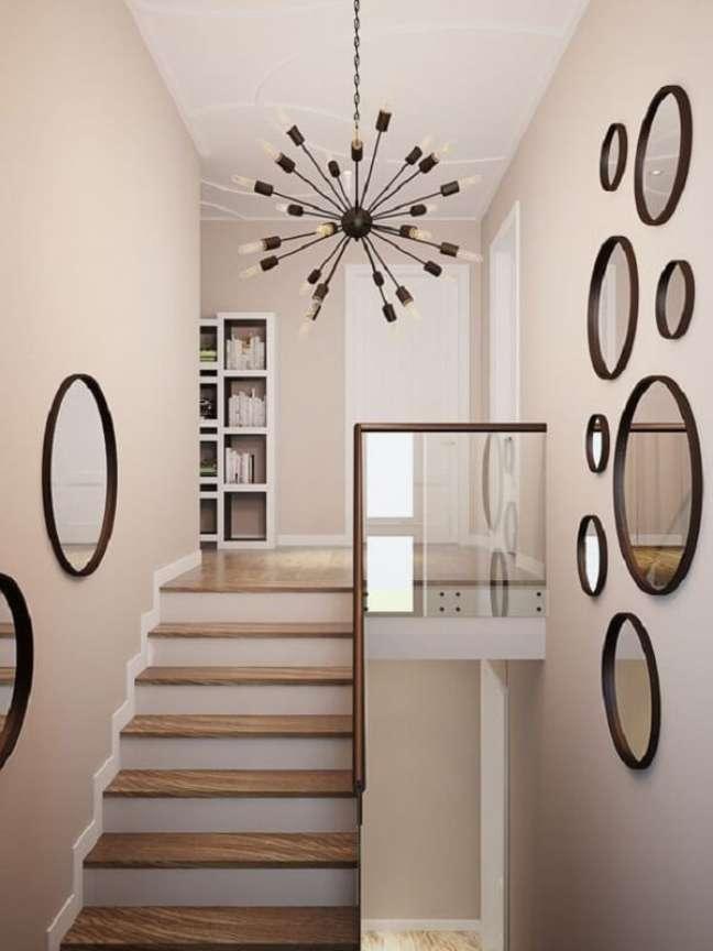 7. A lâmpada usada também vai influenciar tanto no lustre para escada como na beleza da decoração. Fonte: Pinterest