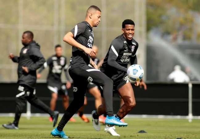 João Victor e Gil foram a dupla de zaga titular do Corinthians atualmente (Foto: Rodrigo Coca/Ag.Corinthians)