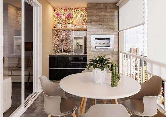 52. Mesa redonda para decoração de varanda gourmet para apartamento pequeno – Foto: Webcomunica