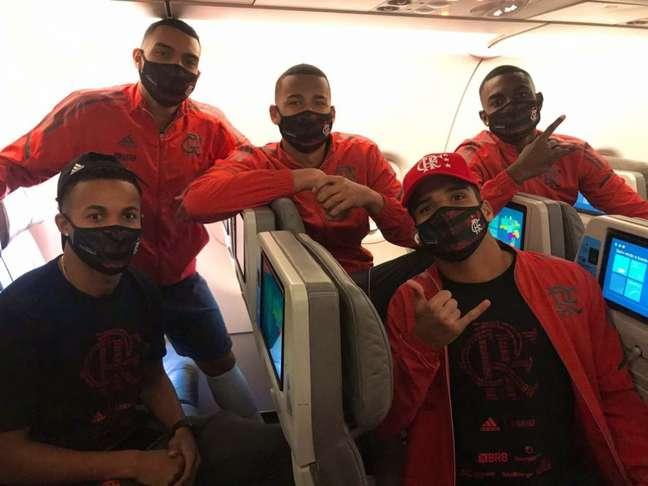 Jogadores do Flamengo em viagem para Natal (Foto: Divulgação/Flamengo)