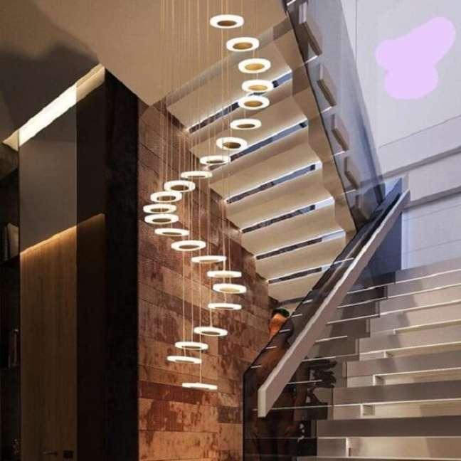 35. Lustre para escada em espiral. Fonte: Pinterest