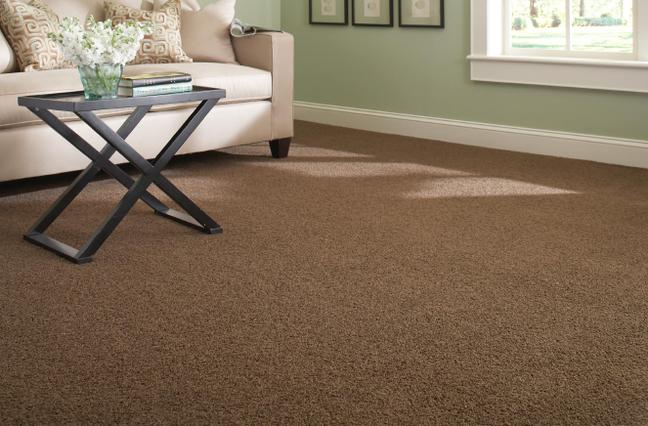 14. Carpete marrom para sala de estar clássica – Foto Bellage Decorações