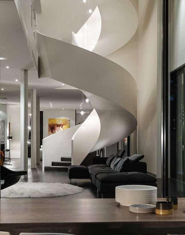 39. Lustre para escada alta delicado e sofisticado. Fonte: Revista Viva Decora 3