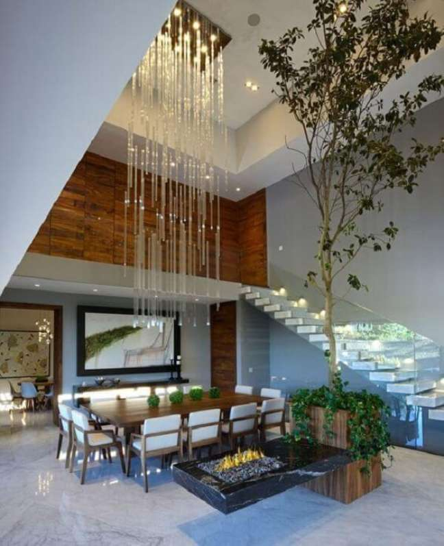32. Lustre para escada com design moderno e sofisticado. Fonte: Eu Amo Decoração