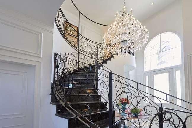 6. Modelo de lustre pendente para escada de ferro. Projeto de Piloni Arquitetura