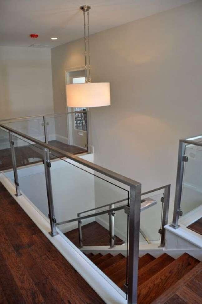 50. Combine o lustre para escada com o estilo de decoração. Fonte: Pinterest