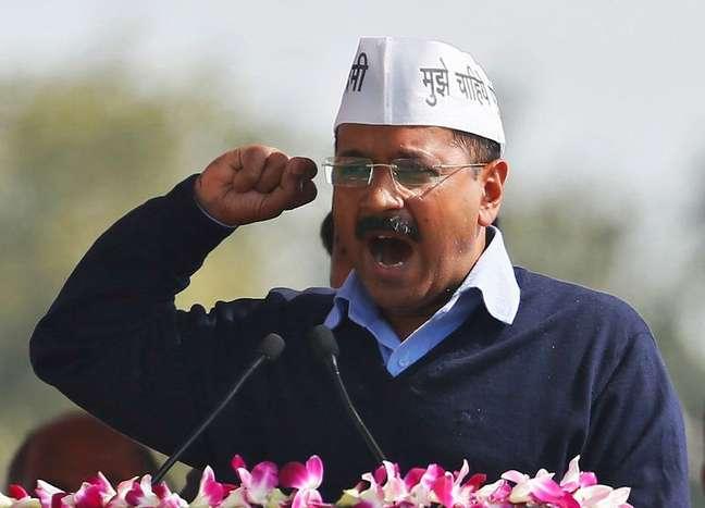 Arvind Kejriwal, chefe do governo provincial de Délhi, solicitou uma revisão judicial do caso  14/02/2015 REUTERS/Anindito Mukherjee